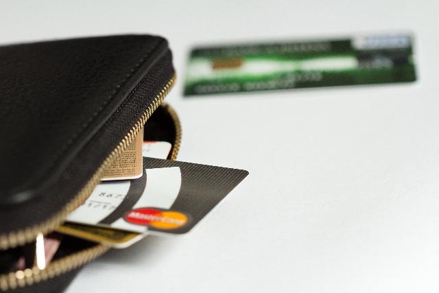 自己破産手続き・カード破産のイメージ